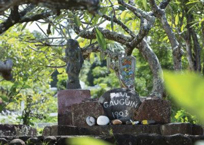 Stèle de Paul Gauguin à Hiva Oa - îles des Marquises - © Tahiti Tourisme