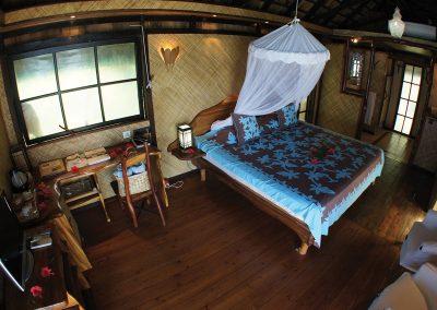 Vahine-Island-tahaa-e-tahiti-travel-chambre-pilotis
