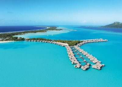 couple-retreat-offer-st-regis-luxury-overwater-bungalow-e-tahiti-travel