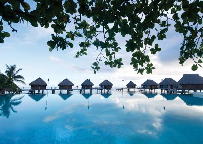 manava-beach-resort-e-tahit-travel-piscine-vue