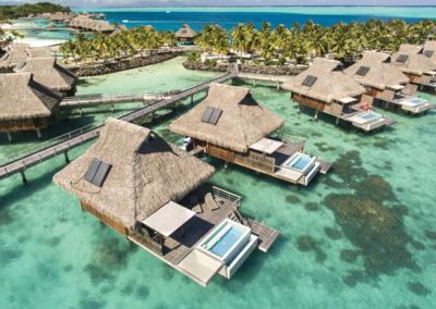sejour-conrad-bora-bora-nui-bungalow-entre-terre-et-lagons-croisiere-privee-pilotis-e-tahiti-travel