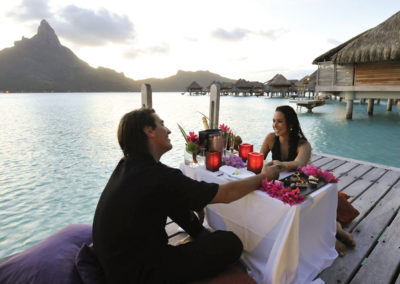 Diner au coucher du soleil © Intercontinental Moorea Resort & Spa