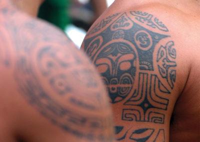 Hommes tatoués de Ua Huka - Iles des Marquises © Tahiti Tourisme