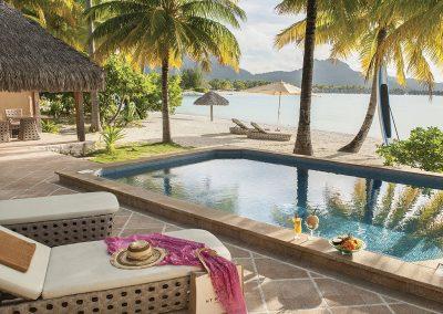 hotels-st-regis-e-tahiti-travel-bungalow-bora-bora