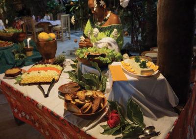 diapo-buffet-soiree-polynesienne-tiki-village-moorea-e-tahiti-travel