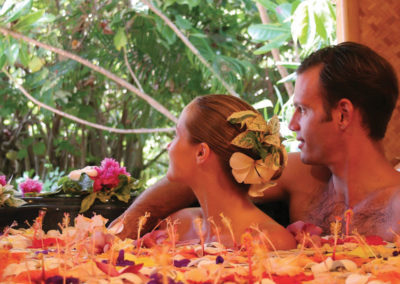 diapo-couple-massage-excursions-activities-moorea-detente-relaxation-helene-spa-hotel-e-tahiti-travel