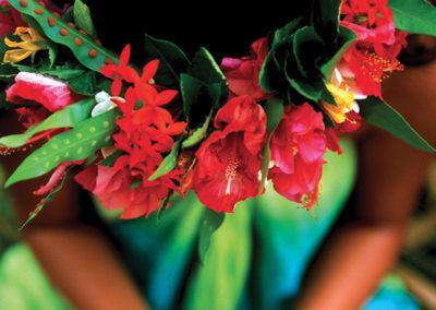 invitation-au-voyage-flore-couronne-de-fleur-moorea-e-tahiti-travel
